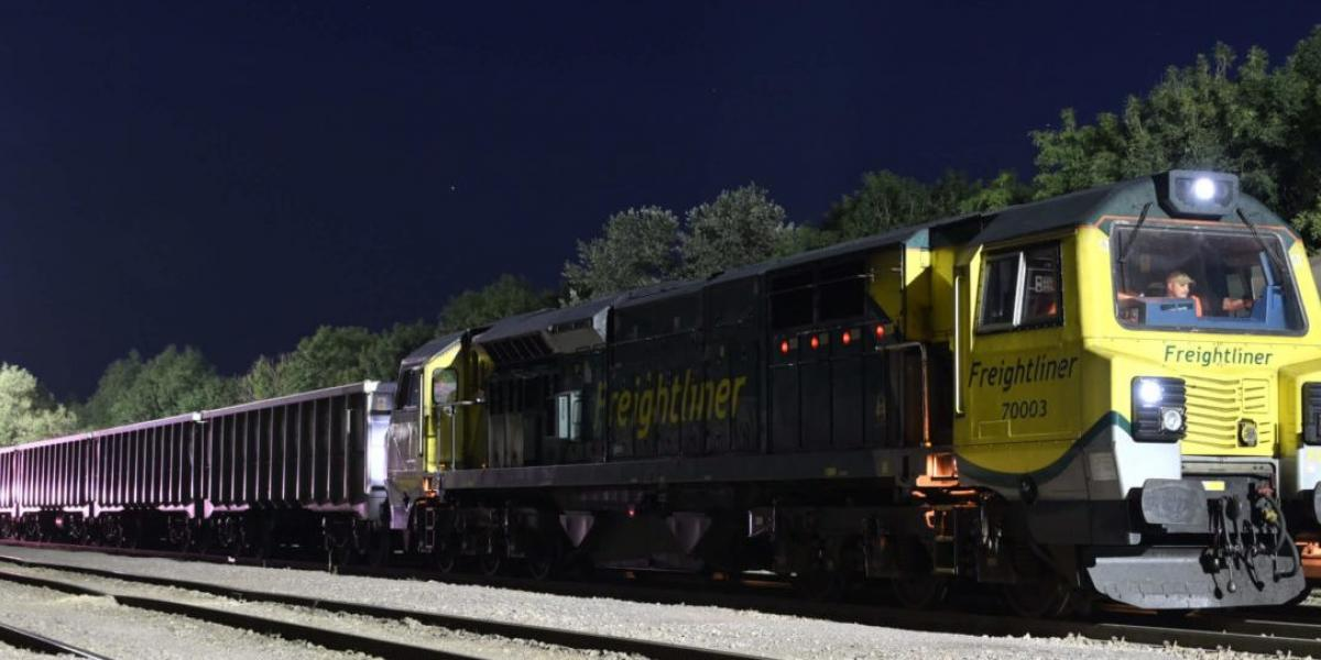 Freightliner jumbo train