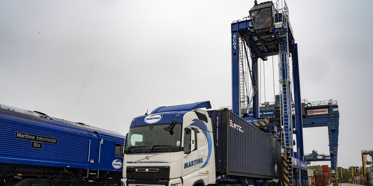 New straddle carriers up and running at Maritime's Midlands terminal   image