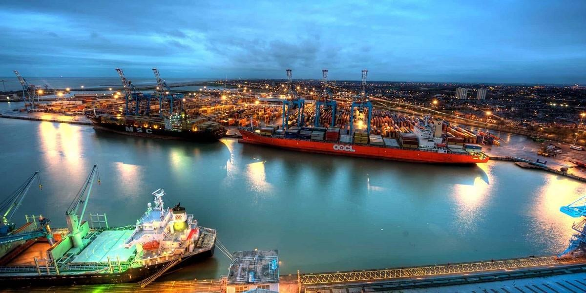 Peel Ports makes record container volume from single vessel image