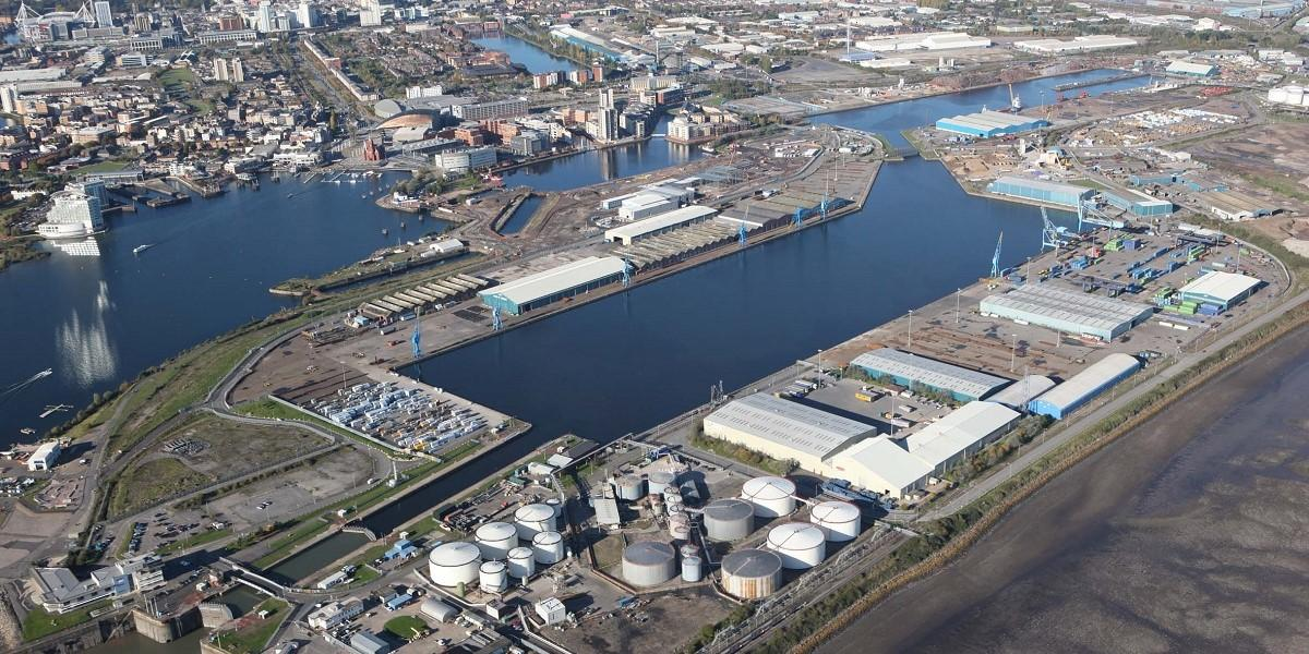 Port of Cardiff celebrates new contract with leading energy company image