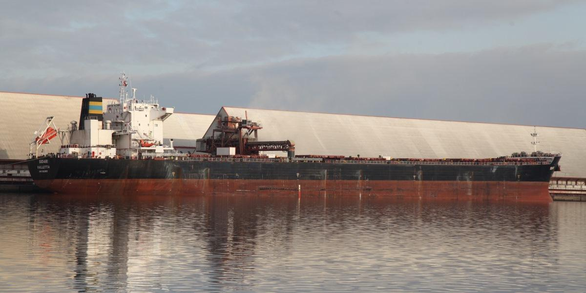 UK's largest grain shipment at Bristol Port image